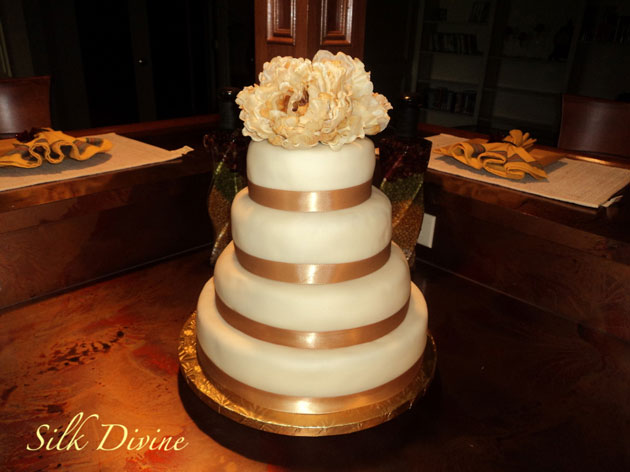 Wedding Cake2 Silk Divine BY Susan Jaamour Bridal Cakes By Silk Divine 